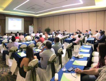 Charlas técnicas de capacitación agrícola en Ecuador