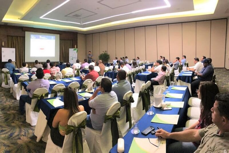QualyTerra, representante exclusivo de AGQ Labs en Ecuador, organizó dos charlas técnicas orientadas a la capacitación de los agricultores y técnicos agrícolas del país. La charla titulada Analítica como base para el éxito de la producción estuvo a cargo del Director técnico corporativo del área de Agronomía de AGQ Labs, el Ingeniero Agrónomo Gonzalo Allendes. Estas charlas técnicas se realizaron el día 2 de abril en la ciudad de Machala y el día 3 de abril en la ciudad de Guayaquil. Ambas charlas reunieron a más de 250 técnicos y agricultores de diversos cultivos, entre ellos banano, arroz, tabaco y cultivos de ciclo corto, entre otros. La información entregada fue muy bien recibida por los agricultores, ya que, existe gran interés por tecnificar la producción con miras a mejorar la productividad y la calidad.
